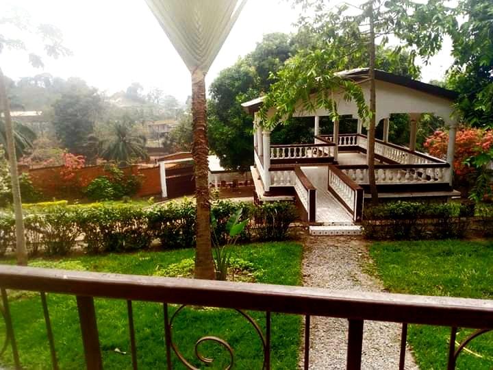 Villa R+1 en location dans la corniche à NGARAGBA